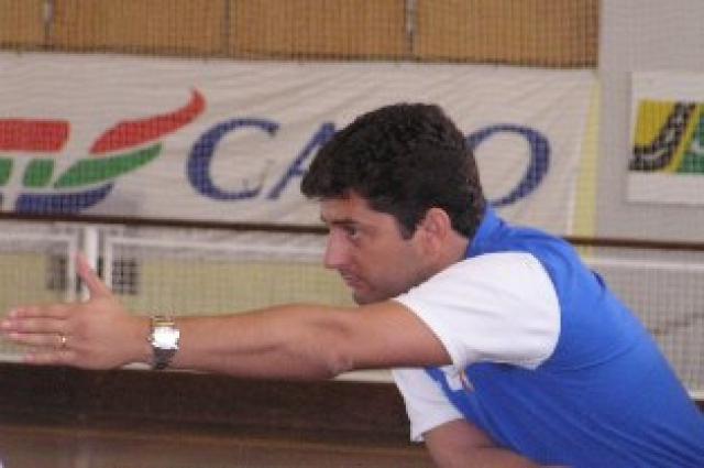 Zé Carlos continua em Oeiras